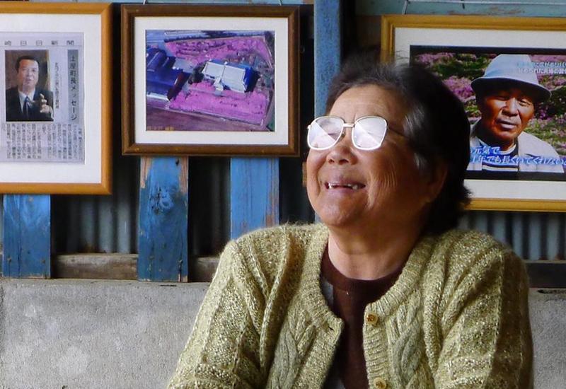 30 лет назад его жена ослепла. Тогда муж взял в руки лопату и сделал для нее невероятное! (ФОТО)