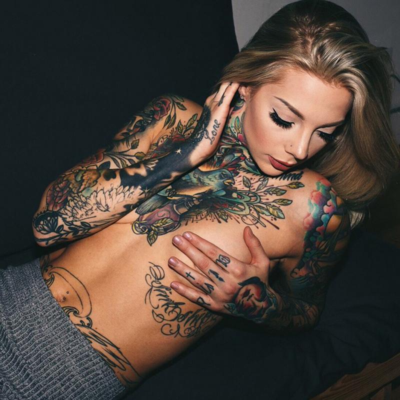 naked-tattoo-girls-weed