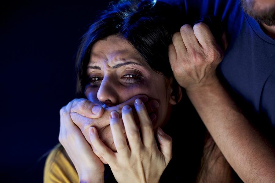 А ты как хотела: как в России обращаются с жертвами изнасилования
