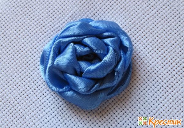 Одноцветная и многоцветная роза «Паутинка» из узких и широких лент