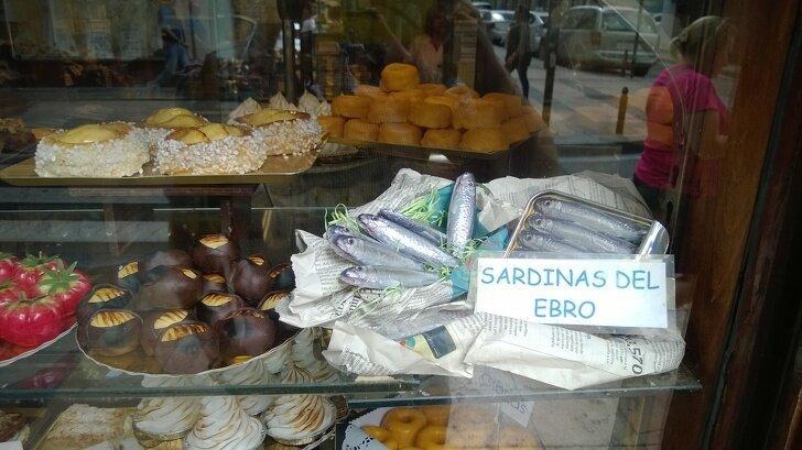 Испанские сладости могут быть любой формы и даже выглядеть как сардины в консервной банке страны, факты, это интересно