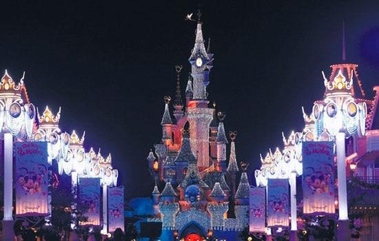 Рождество в Париже: свет, ма…