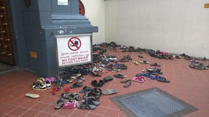 Некоторые храмы Азии принято посещать без обуви, а в Индонезии перед входом в частный дом вас попросят снять еще и носки страны, факты, это интересно