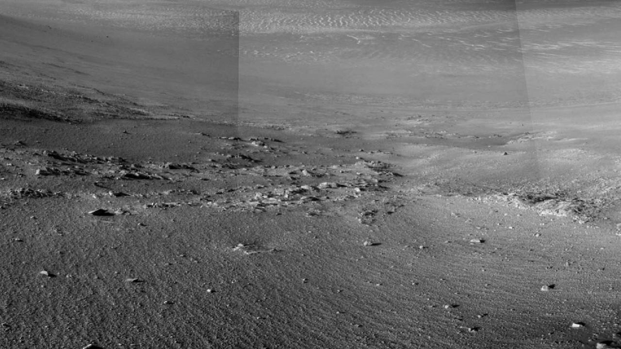 Марсианский долгожитель обнаружил загадочные полосы на поверхности Красной планеты