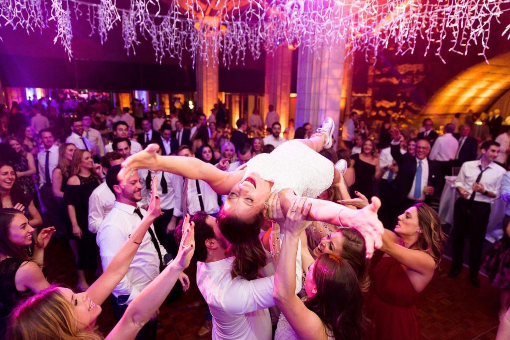 Словно в сказке: 5 вещей, которые могут произойти только на свадьбах в фильмах