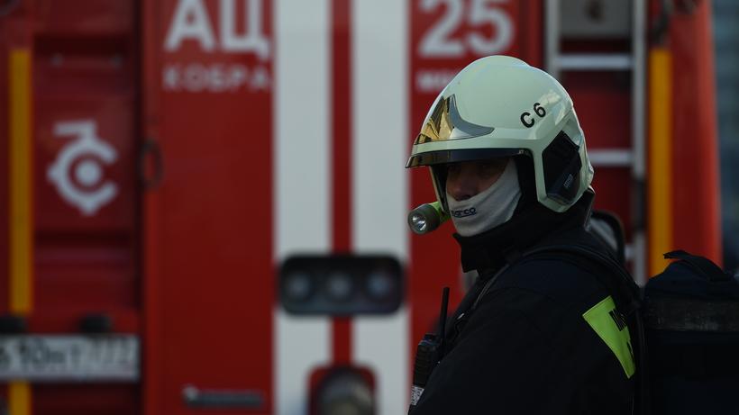 Пожарные вывели 20 человек и…