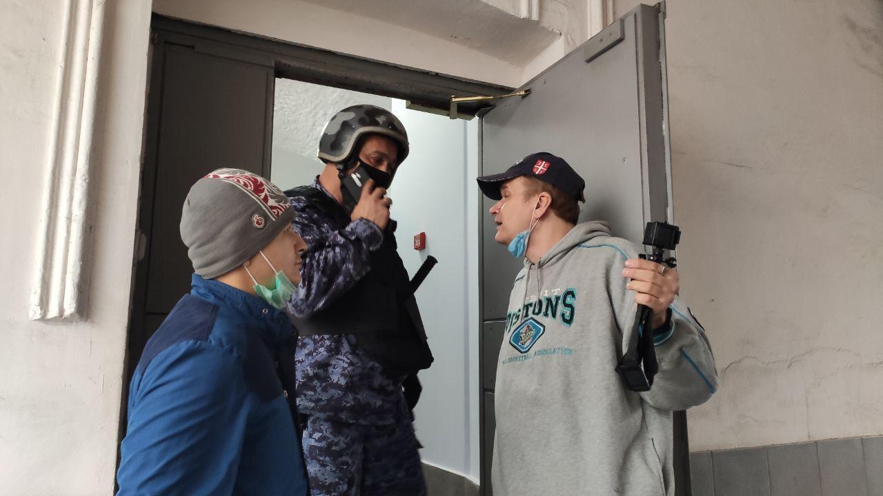 Активисты SERB и НОД попытались сорвать конференцию пропагандистов майданных технологий колонна