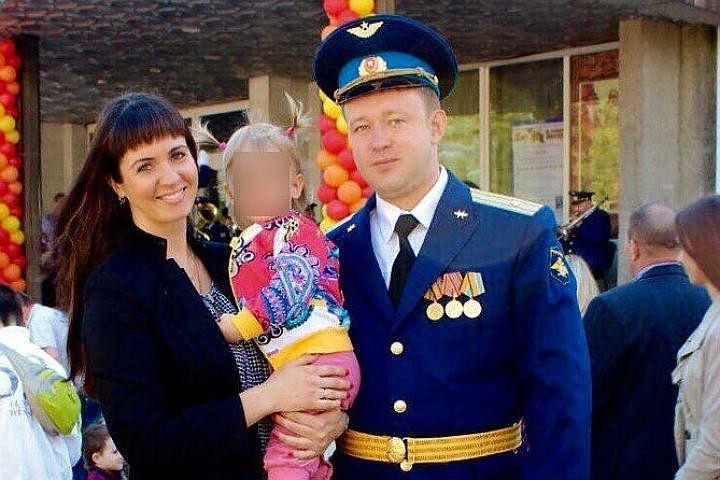 Водолазы подняли из воды тело погибшего при крушении Ту-154 командира Романа Волкова