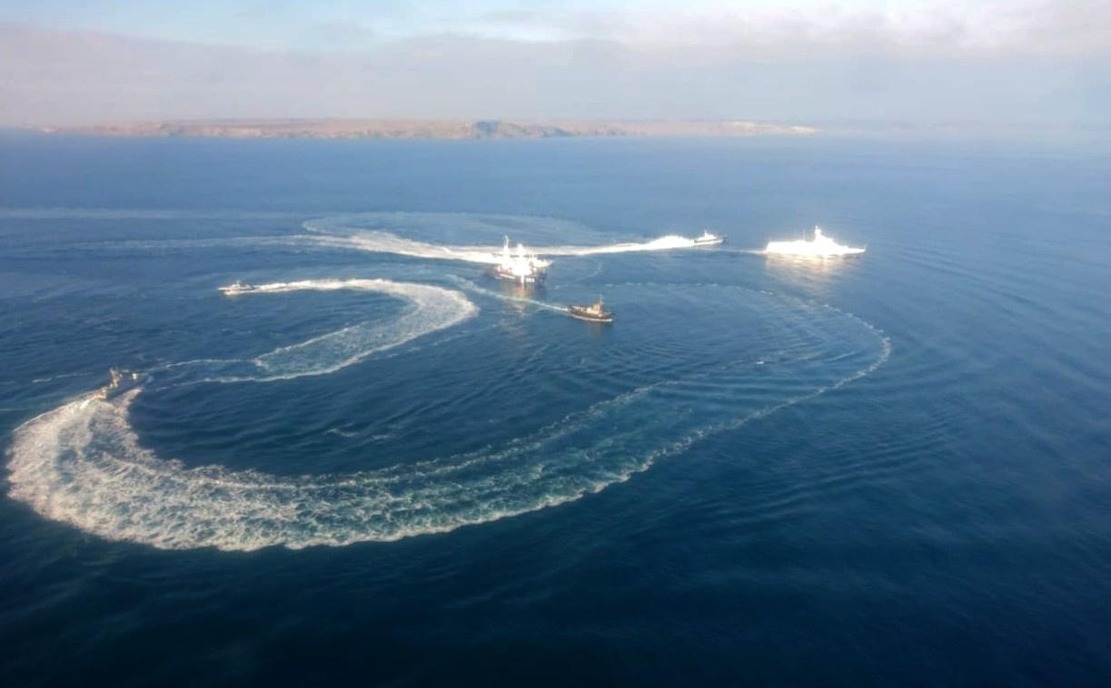 Хорошо наш корабль протаранил украинцев