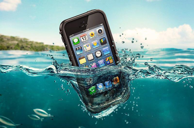 Что делать, если телефон упал в воду? Что нельзя делать?