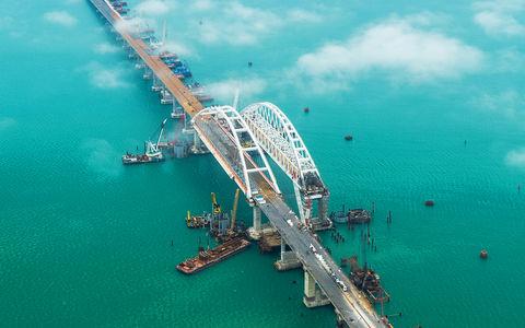 Завтра Путин посетит Крым и Мост