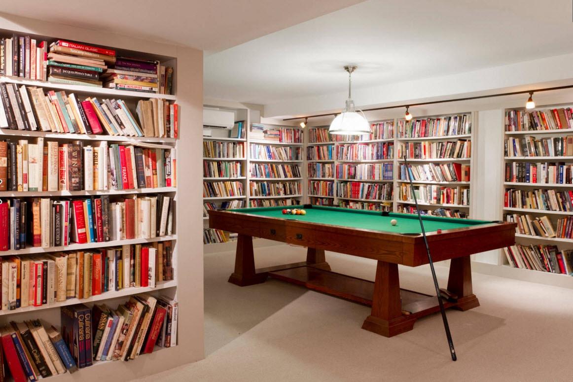 Книжные шкафы в биллиардной