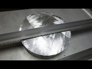 Самодельная гигатнская ножовка по металлу - грызёт...