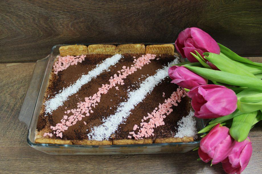 С приготовлением этого тортика справится даже ребенок. 15 минут и готово