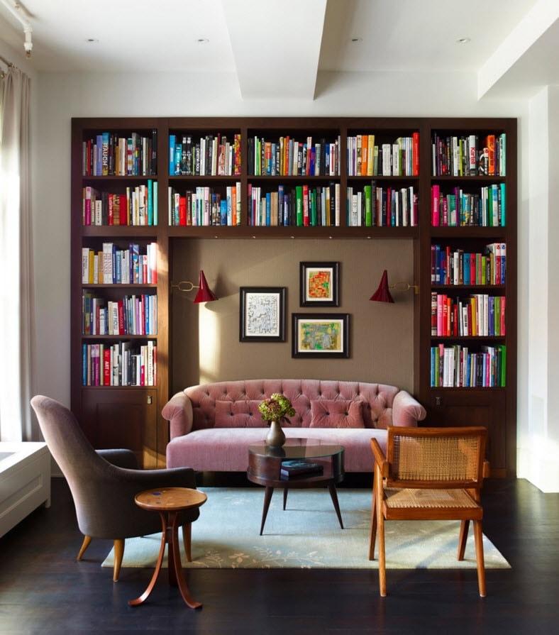 Книжный стеллаж на стене
