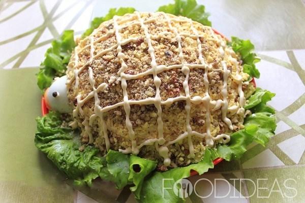 Салат «Черепаха» с черносливом