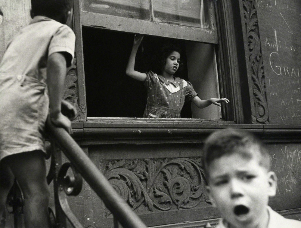 Уличная жизнь Нью-Йорка с 1930-х до 80-х годов в фотографиях Элен Левитт 39