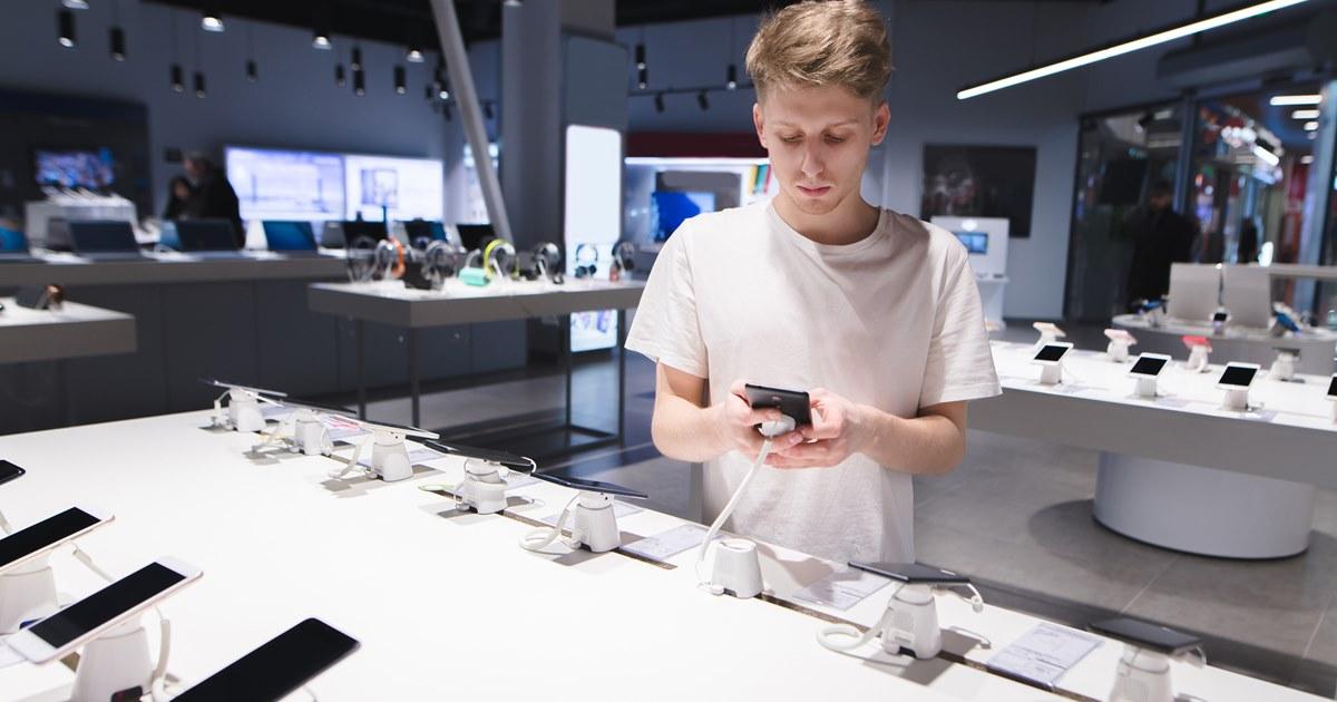 Поставки смартфонов в Россию стагнируют