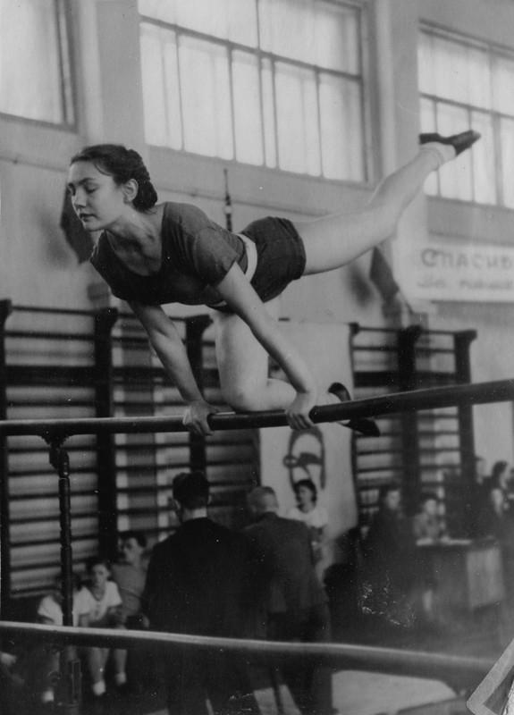 всего одна, советская гимнастика упражнения фото щенки
