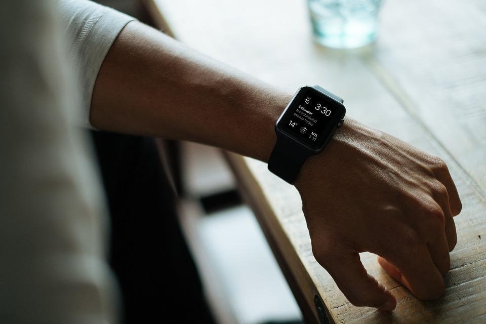 Российские хакеры заставили британских министров снять Apple Watch