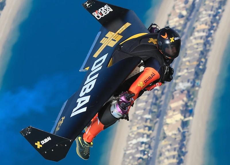 Человек и самолет: головокружительный полет над Дубаем интересное,интересные люди,интересные факты,история,путешествия
