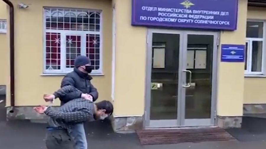 Появились кадры с подозреваемым в убийстве доцента РЭУ им. Плеханова
