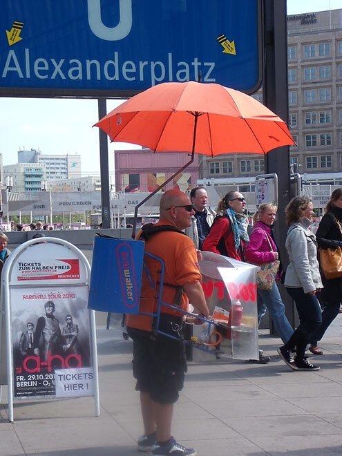 В Берлине не нужно искать ларек с хот-догами: он «сам» к вам подойдет страны, факты, это интересно