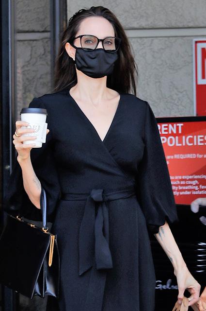 Анджелина Джоли на шопинге с дочерью Захарой в Лос-Анджелесе: новые фото Звездные дети
