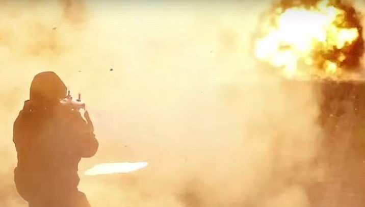 СРОЧНО: нападение на колонну армии США, горит техника