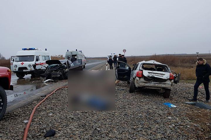Пятеро взрослых и грудной ребенок погибли в лобовом столкновении под Астраханью