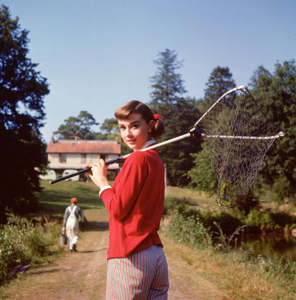 """Одри Хепберн на съемках фильма """"Любовь после полудня"""" (1956)."""