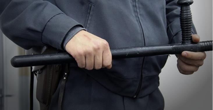 В Петербурге полицейский тре…