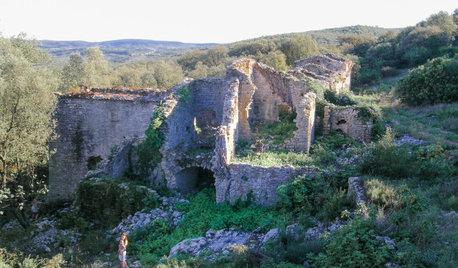 Франция: Дом, перестроеный из руин
