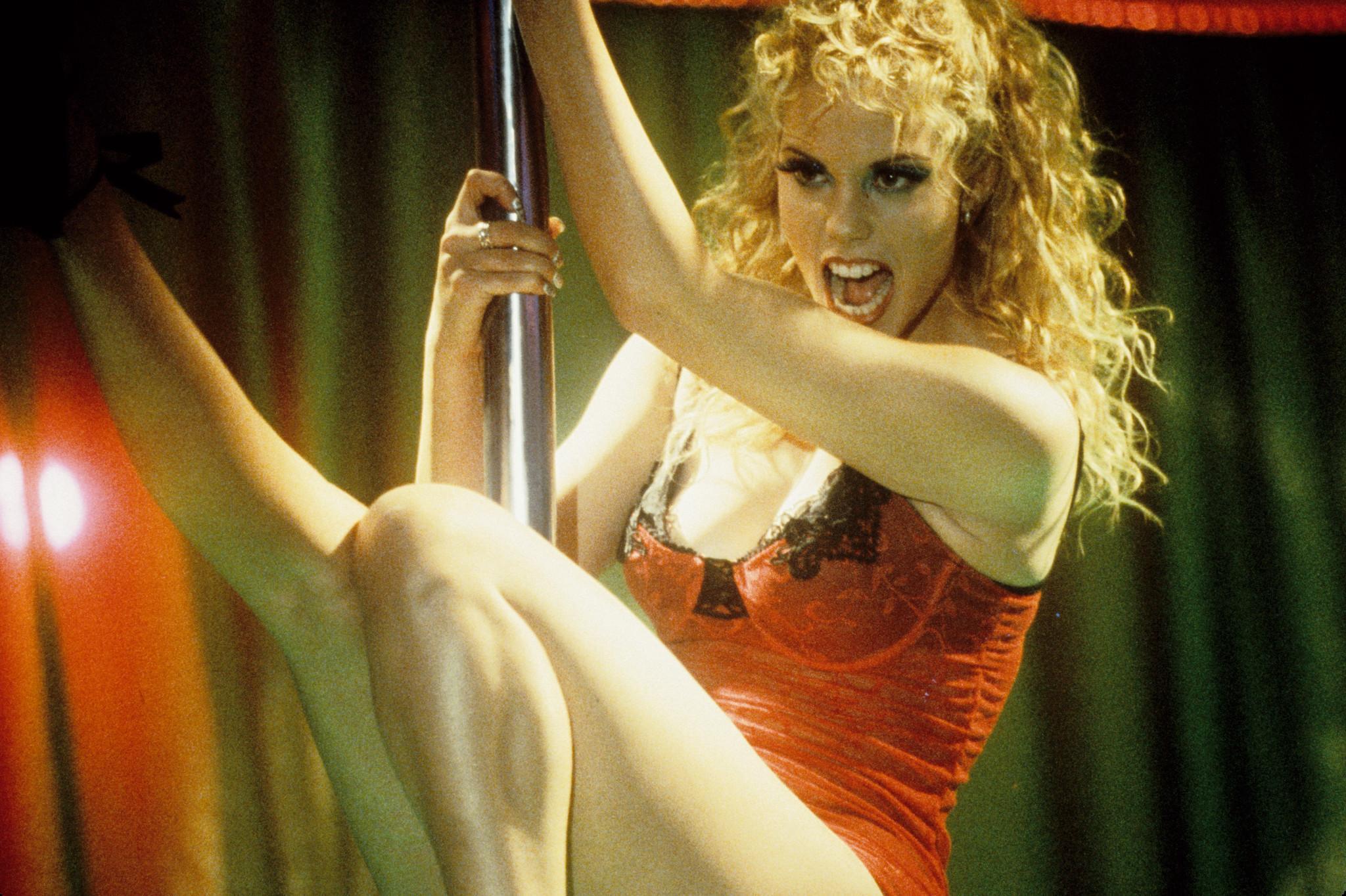 smotret-kino-pro-striptizersh-pravit-video-onlayn