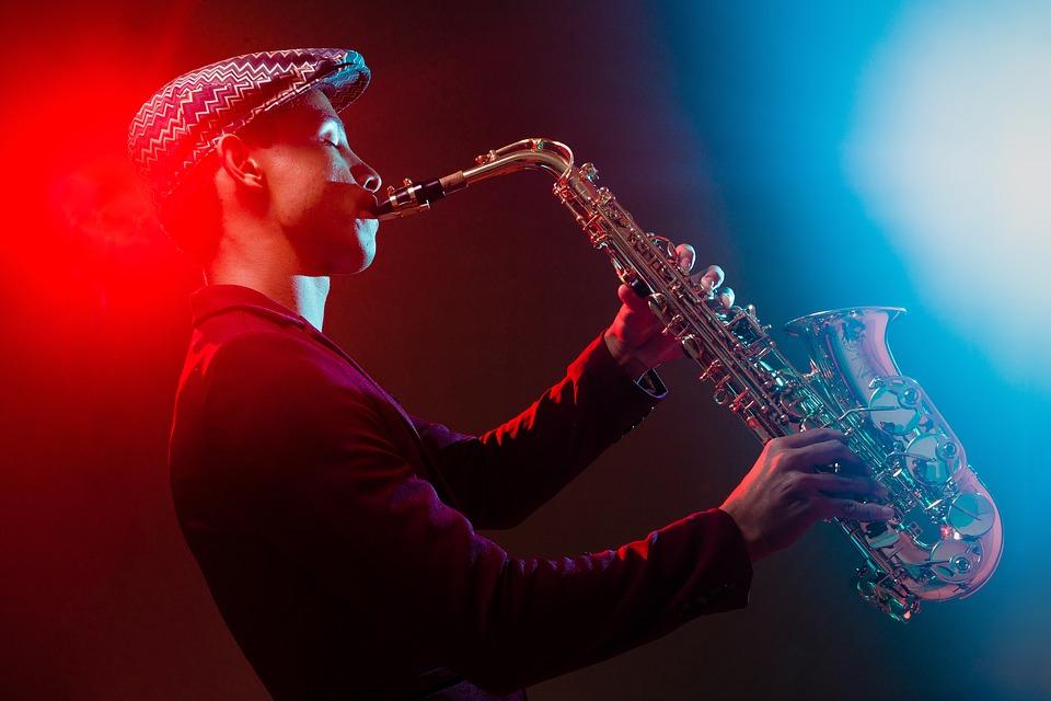 Мира, картинки с саксофонистом