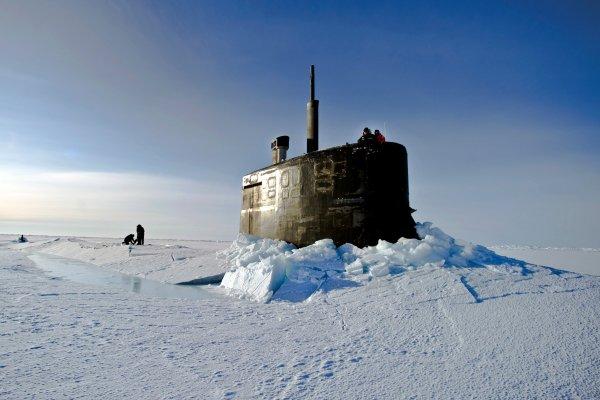 Подводный флот США облажался: вместо учебного залпа по России подлодки застряли во льдах Арктики