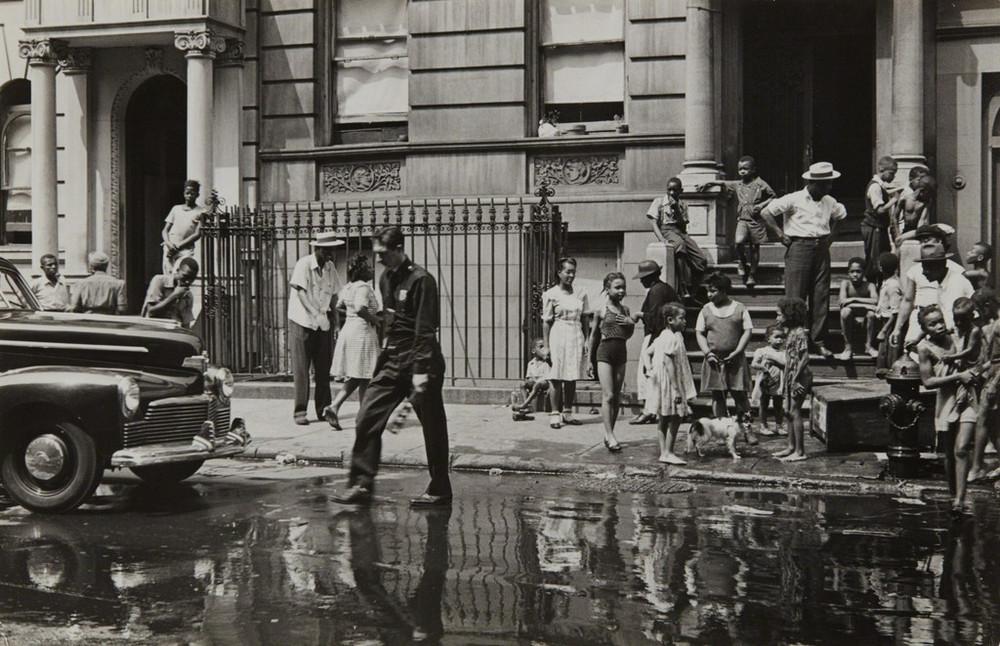 Уличная жизнь Нью-Йорка с 1930-х до 80-х годов в фотографиях Элен Левитт 48