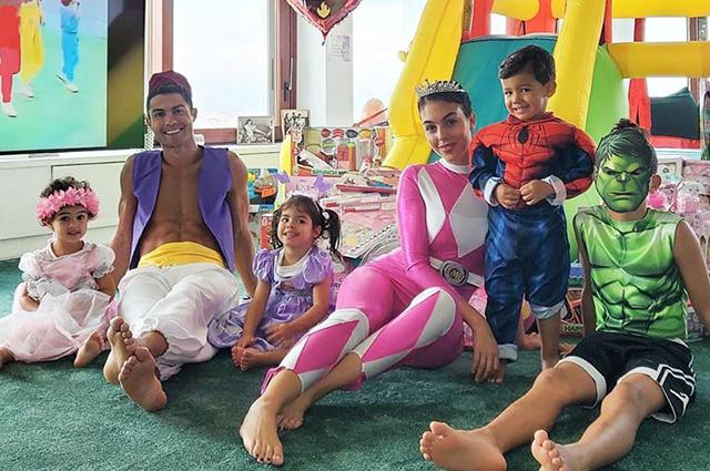 Криштиану Роналду и Джорджина Родригес устроили тематическую вечеринку на день рождения детей футболиста