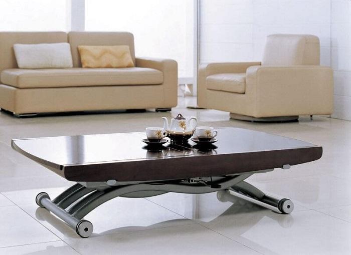 Стол на колесиках легко можно передвинуть в любое время по вашему желанию. / Фото: links-stroy.ru