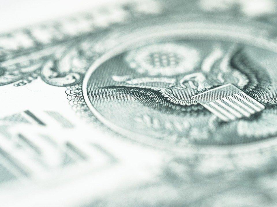СМИ назвали дату начала падения курса доллара
