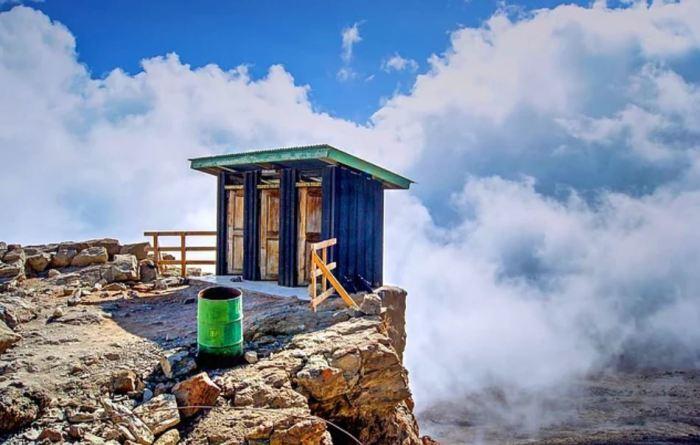 10 странных туалетов из разных уголков мира, которые потянут на звание -местной достопримечательности-