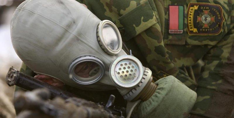 Белорусский партизан ведет прямой репортаж из окопа