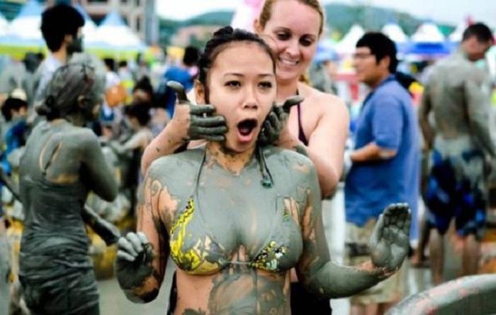 Грязные игры: корейский фестиваль грязи