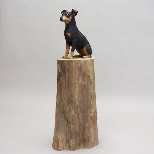 Художник вырезает невероятно реалистичные скульптуры домашних животных из дерева