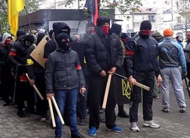 Выборы на Украине: в Харькове радикалы, в Одессе заминировано консульство