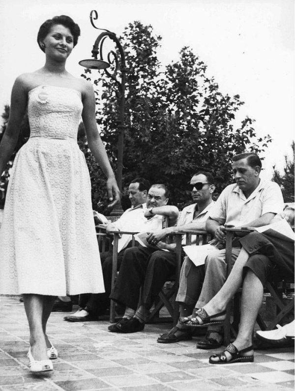 Итальянская актриса и певица Софи Лорен долгие годы считалась идеалом женской красоты