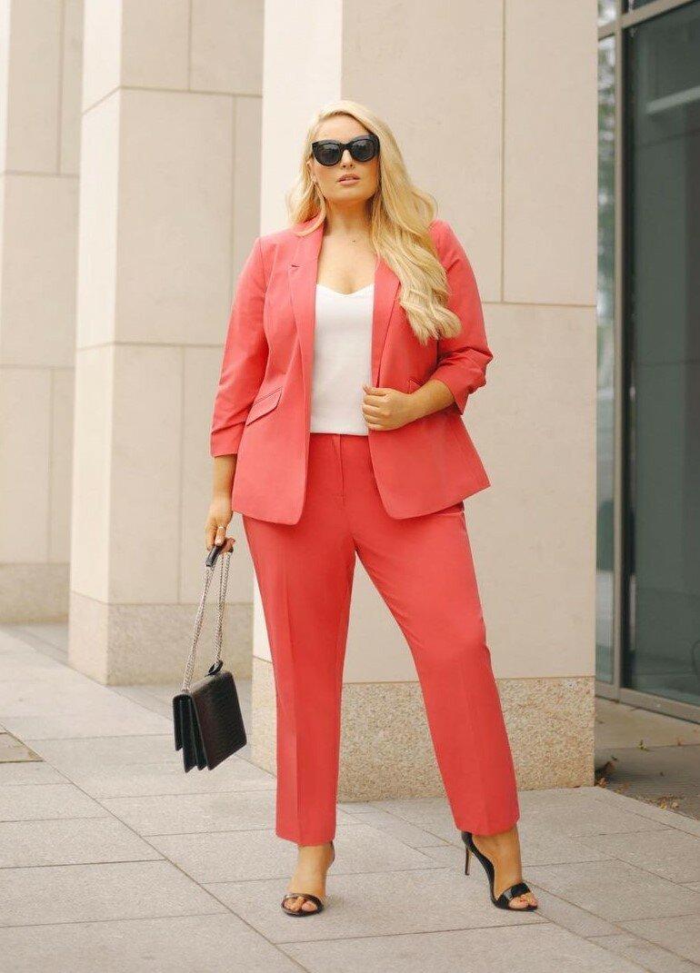 Женщина плюс сайз, которая знает, что надеть, чтобы выглядеть стильно внешность,гардероб,знаменитости,красота,мода,мода и красота,модные образы,модные сеты,модные советы,модные тенденции,одежда и аксессуары,стиль,стиль жизни,уличная мода,фигура