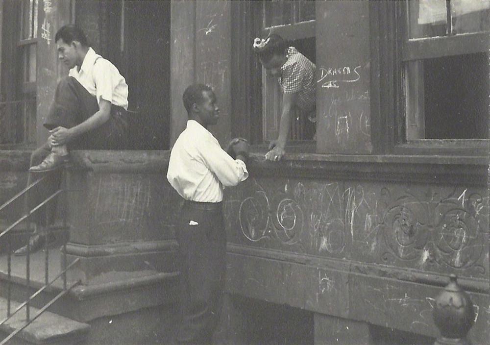 Уличная жизнь Нью-Йорка с 1930-х до 80-х годов в фотографиях Элен Левитт 21