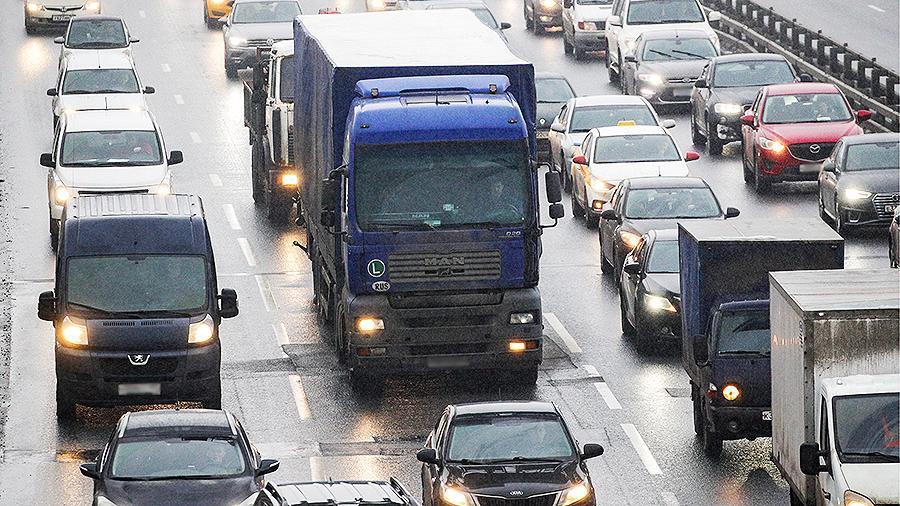 Водителям большегрузов и автобусов планируют запретить находиться за рулем более 9 часов автобусы
