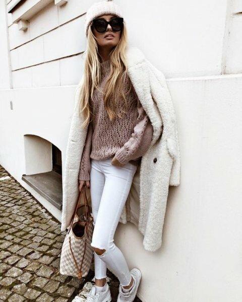 Объемный свитер — это безумно женственно (10+ фото)